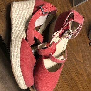 Born Red Chambray wedges